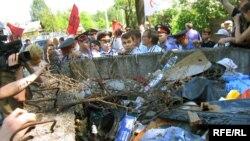 Партийные соратники Большакова считают, что суд и милиция мстят ему за участие в событиях в Южном Бутове в 2007 году