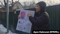Serik Azhibai demonstrates in front of the Chinese Consulate in Almaty on January 22.