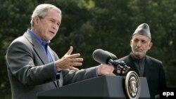 جرج بوش و حامد کرزای در یک کنفرانس مطبوعاتی مشترک شرکت کردند