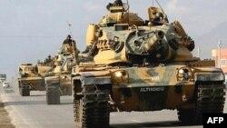 Türk tankları İraqla sərhəddə.