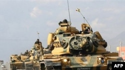Törek tankları Sirnak töbägendä, Ğiraq çigendäge Habur qapqasında,18.12.2007 (tankka yazılğan süzgä itibar itegez :)