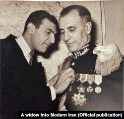 اردشیر زاهدی در کنار پدرش فضلالله زاهدی