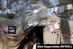 Весна 2014-го, палатка активистов в парке Ваке