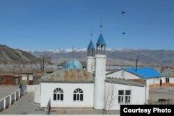 Цэнгэл ауданындағы мешіт. Баян-Өлгий аймағы, Моңғолия. Сурет жергілікті блогер Жанарбек Ақыбиұлынан алынды.