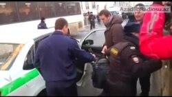 Navalnı məhkəmədən çıxıb, rejimi dağıtmağa çağırır