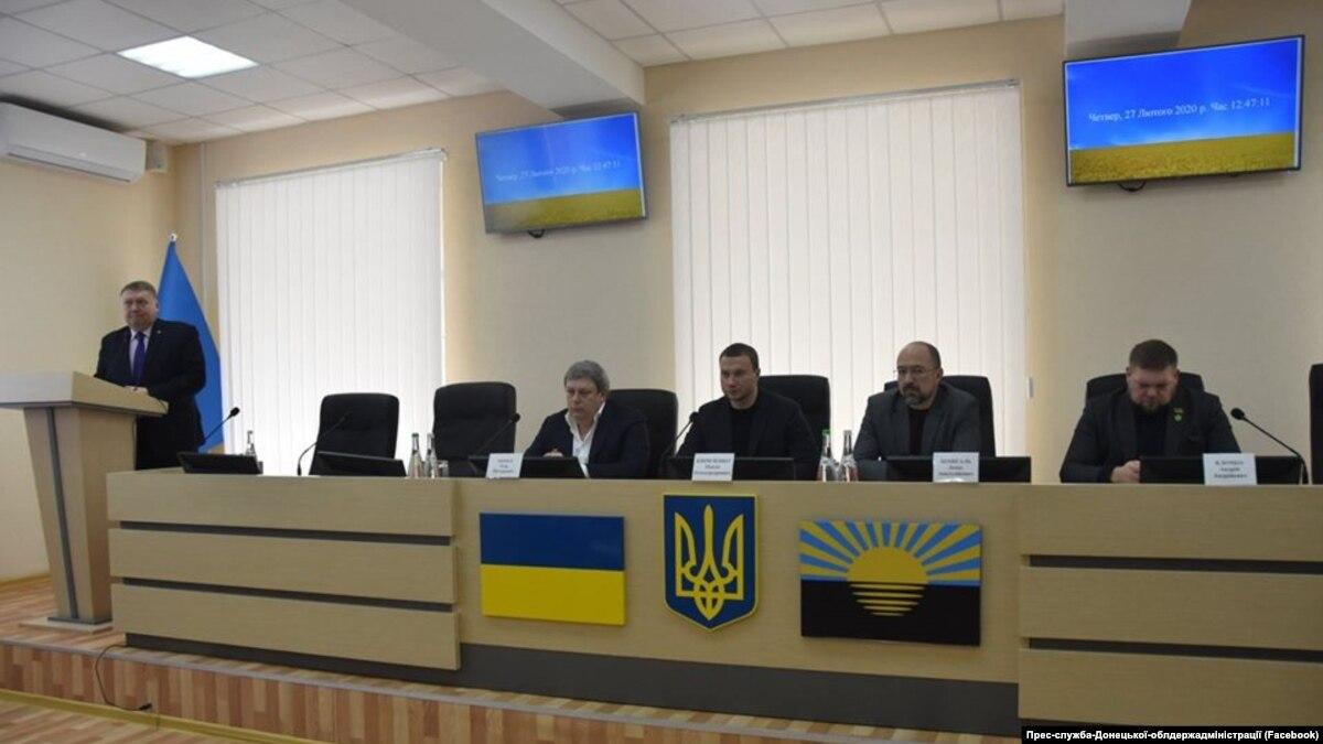 Изменения в Конституцию о децентрализации начали обсуждать с Донбасса. Что там думают о префектах и урядниках?