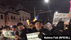 """""""Pas cu pas, să scăpăm de sas!"""" - așa-numitele proteste inspirate de PSD, de la Cotroceni"""