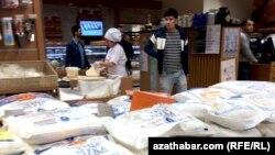 """Продуктовый отдел в супермаркете """"Камил"""", Ашхабад"""