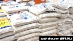 Запасы муки в супермаркете Камиль, Ашхабад (Иллюстративное фото)