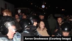 Ошӯби зидди муҳоҷирон дар минтақаи Бирюлёвои Маскав дар таърихи 13-уми октябр. Акс аз бойгонӣ.