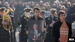 Првиот претседател на самостојна Македонија Киро Глигоров беше погребан во Алејата на великаните на градските гробишта Бутел во Скопје.