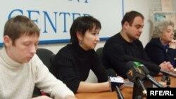 Участники акции в поддержку бывшего топ-менеджера ЮКОСа постарались привлечь к себе максимальное внимание прессы