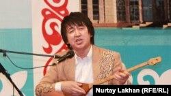 Айтыс ақыны Аспанбек Шұғатаев. Астана, 8 шілде 2013 жыл.