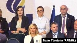 Mimoza Kusari-Lila gjatë një tubimi të koalicionit LDK-AKR-Alternativa