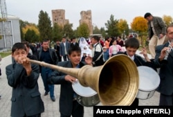 A wedding takes place in Shakhrisabz.