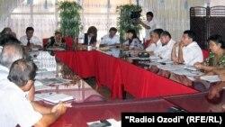 Заседание политических партий в Согдийской области. Фото: 2011 год