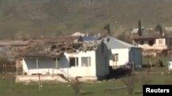 Зруйнований будинок в результаті зіткнень в Карабасі 2 квітня 2016 року