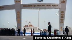 Президент Туркменистана Гурбангулы Бердымухамедов на открытии морского порта Туркменбаши на Каспии. 2 мая 2018 года.