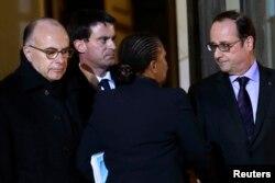 Președintele François Hollande, premierul Manuel Valls și ministrul de justiție Christiane Taubira la o reuniune de urgență la Palatul Elysée
