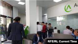 People in Dushanbe come to Bank to get a loan on internet access