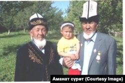 Боронов Мамазаит карыя Тажикстандагы бир тууган иниси Хамит Боронов менен.