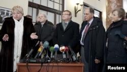 Перший заступник міністра охорони здоров'я Раїса Моісеєнко та команда іноземних лікарів, які обстежували колишнього прем'єр-міністра Юлію Тимошенко, Харків, 14 лютого 2012 року