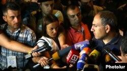 Armenia - Opposition leader Nikol Pashinian speaks to journalists in Yerevan, 18Jul2016.