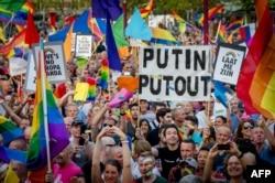 Голландия известна своей толерантностью. Кремлевская политика по отношению к ЛГБТ-сообществу здесь восторгов не вызывает. Концерт To Russian with Love. Август 2013 года
