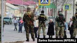 Неофициально высказываются подозрения и в политической подоплеке этих арестов, поскольку Георгий Кабисов находился в оппозиции нынешнему президенту и занимался политикой