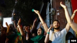PHOTO GALLERY: Tehran Residents Celebrate Nuclear Deal