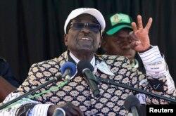 Роберт Мугабе на передвиборному мітингу, 27 липня 2011 р.
