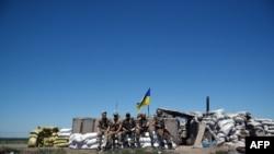 Українські військові під Мар'їнкою в червні 2015 року