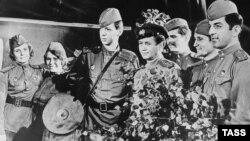 Кадр із фільму «В бой идут одни «старики» Репродукція фотохроніки «ТАСС», 1979 року.