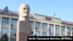 Памятник Ленина в городе Избербаше, Дагестан (архивное фото)