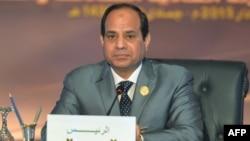 Египет президенті Абдел Фаттах әл-Сиси Араб лигасы елдерінің саммитінде отыр. Египет, 29 наурыз 2015 жыл.