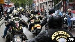 أعضاء في مجموعة سائقي دراجات نارية هولنديين