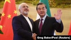 مستقل از اینکه قرارداد ایران و چین ممکن باشد یا نه، این قرارداد تهدیدهای بزرگی برای منافع و امنیت ملی ایران دارد.