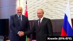 Рускиот претседател Владимир Путин и неговиот белоруски колега Александар Лукашенко,