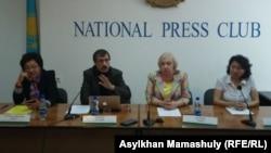 Участники пресс-конференции о задержаниях в Казахстане 21 мая 2016 года. Алматы, 24 мая 2016 года.