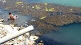 تلوث نهر الهندية بعد انحسار مياهه وصب المياه الثقيلة فيه (منة الارشيف)