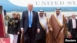 Սաուդյան Արաբիայի թագավորը Էր-Ռիյադում դիմավորում է ԱՄՆ-ի նախագահին, 20-ը մայիսի, 2017 թ․
