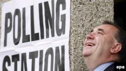 Лидер Шотландской национальной партии Алекс Салмонд на выборах 2007 года