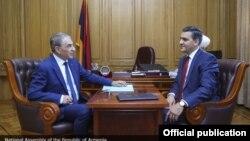 Председатель Национального собрания Армении Ара Баблоян (слева) и омбудсмен Армении Арман Татоян, Ереван, 29 августа 2018 г.