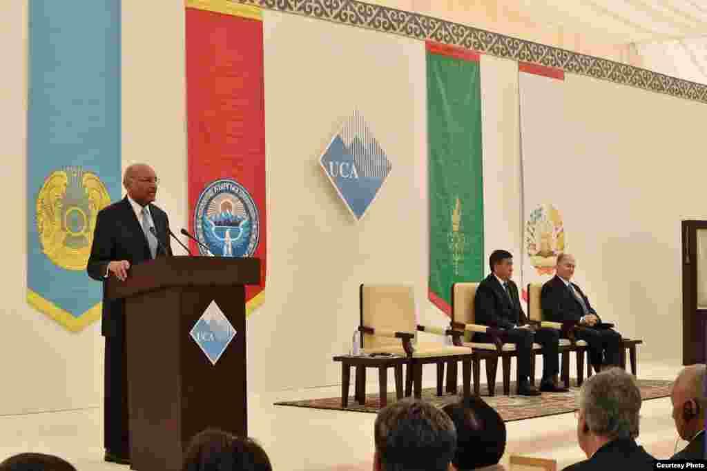 В церемонии открытия принимали участие принц Карим Ага-хан и премьер-министр Сооронбай Жээнбеков