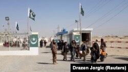 Ооганстан-Пакистан чек араcы.
