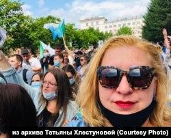 Татьяна Хлестунова на шествии в поддержку Сергея Фургала, Хабаровск