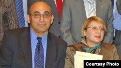 Ариф Юнус (слева) и его жена Лейла Юнус на церемонии вручения международной премии Теодора Хакера.