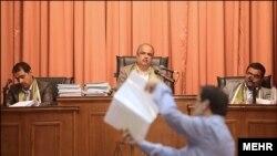 تصویری از دادگاه رسیدگی به پرونده اختلاس بیمه ایران
