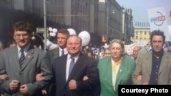 Марина Салье (вторая справа), ученый и политик, автор доклада о деятельности премьера Владимира Путина в начале его карьеры в мэрии Петербурга