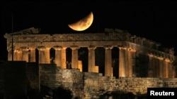 Парфенон лунной ночью. Афины, Греция. 2011